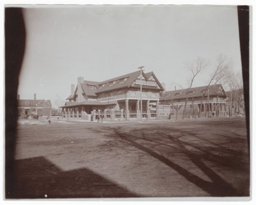 Atchison, Topeka and Santa Fe Railway Company's Fred Harvey Bisonte Hotel, Hutchinson, Kansas - Page