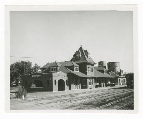 Atchison, Topeka & Santa Fe Railway Company depot, Winfield, Kansas - Page