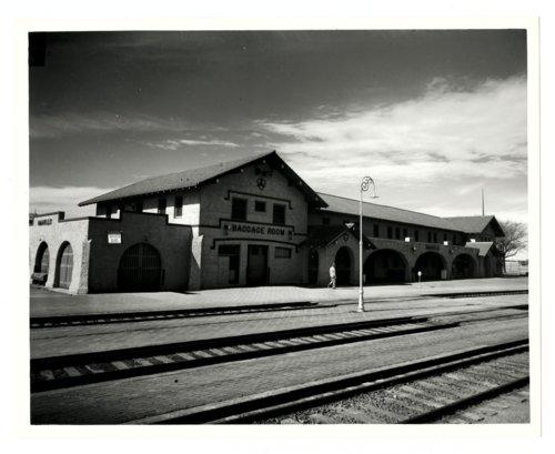 Atchison, Topeka and Santa Fe Railway Company depot, Amarillo, Texas - Page