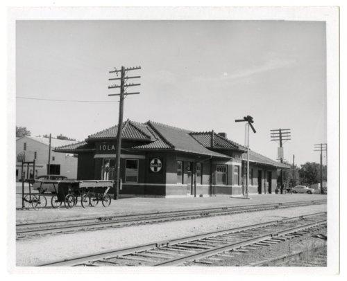 Atchison, Topeka and Santa Fe Railway Company depot, Iola, Kansas - Page
