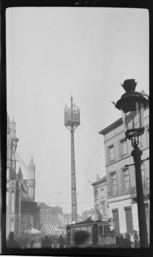 Distribution Pole, Brussels - Page