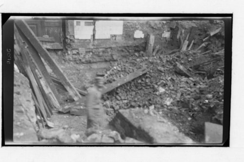 Cleaning up and building in Belgique; German prisoners, Belgique = Belguim - Page