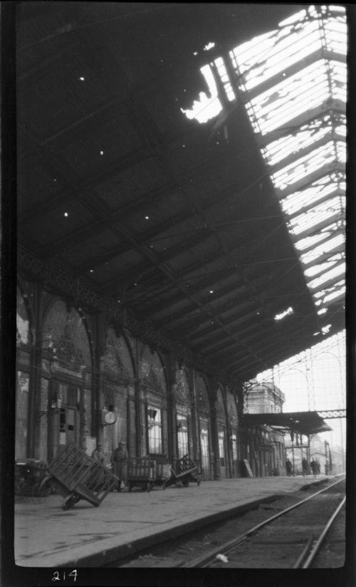 Shattered gare, N. France - Page