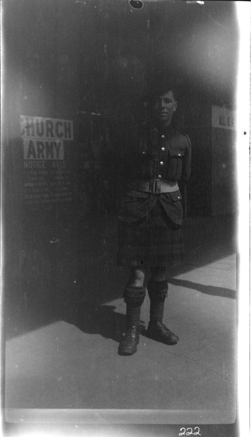 Highlander, Bruxelles, Belgium. Scottish solider - Page