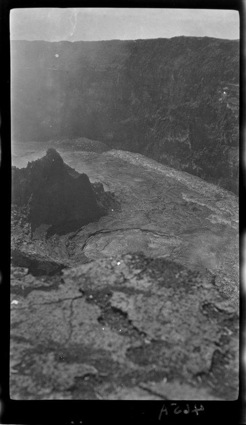 Halemaumau volcano, Crags and Lakes, Hawaii - Page