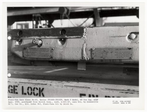 Atchison, Topeka & Santa Fe Railway Company's flat car 291007, Topeka,Kansas - Page