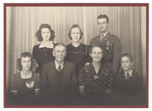 John and Mary Vondemkampe Fienhage's family - Page