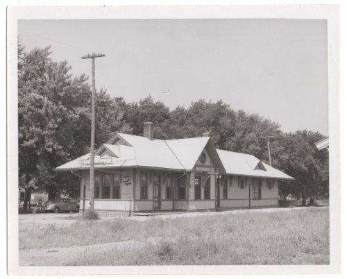 Missouri-Kansas-Texas Railroad depot, Council Grove, Kansas. - Page