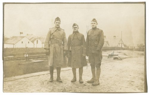 Ad Lindsey with fellow World War I soldiers - Page
