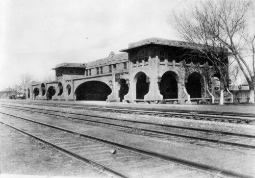 Atchison,Topeka and Santa Fe Railway Company depot and Fred Harvey Sequoyah Hotel, Syracuse, Kansas - Page