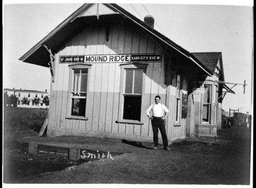 Missouri Pacific Railroad depot, Moundridge, Kansas - Page