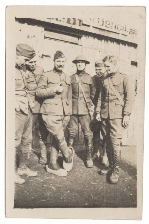 Adrian Hobert Lindsey with a group of World War I soldiers - Page