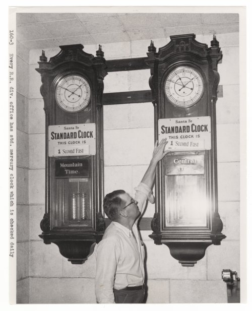 Standard mercury clocks in Atchison, Topeka & Santa Fe Railway's division offices - Page