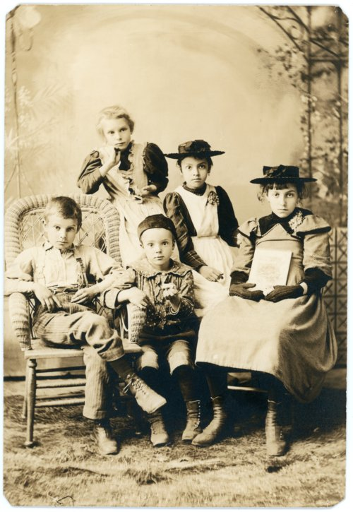 Palenske children in studio portrait - Page