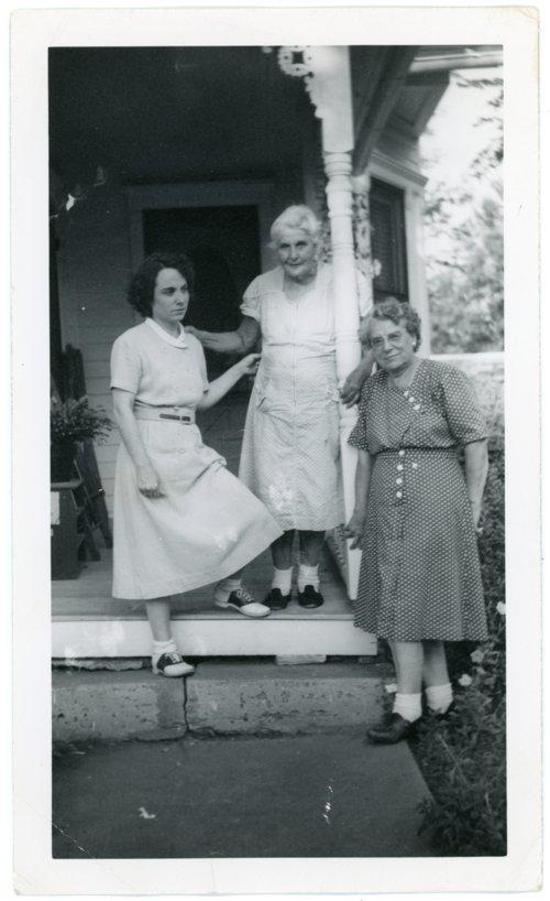 Photo of Emma Palenske and daughters - Page