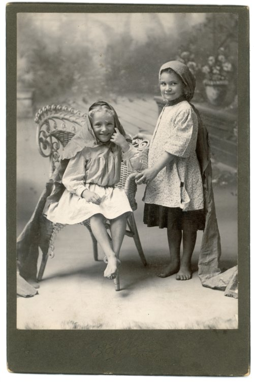 Cabinet card of Laura Palenske and Bessie Ketterman - Page