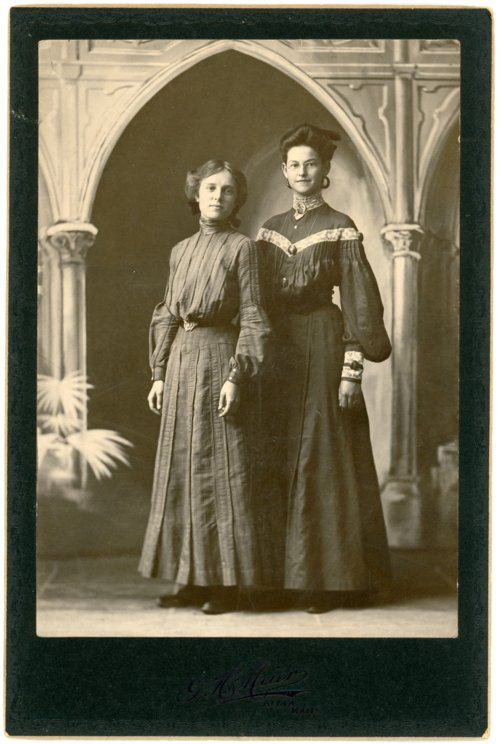 Cabinet card of Minnie Palenske and Mabel Thoes Ragland - Page