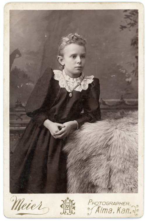 Cabinet card of Minnie Palenske - Page