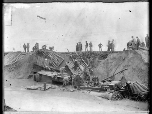 Wrecked locomotive in quicksand in Wallace County, Kansas - Page