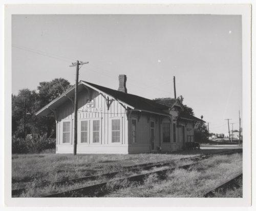 Atchison, Topeka & Santa Fe Railway Company depot, Lansing, Kansas - Page