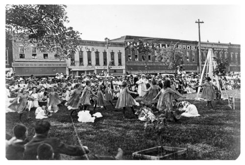 May Day celebration on courthouse lawn, Fredonia, Wilson County, Kansas - Page
