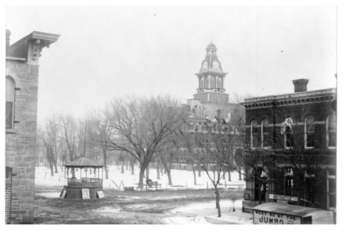 View of the courthouse square in Fredonia, Wilson County, Kansas - Page