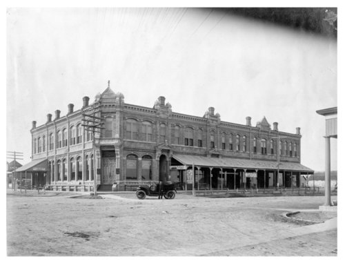 Street intersection in Colby, Thomas County, Kansas showing the First National Bank building - Page