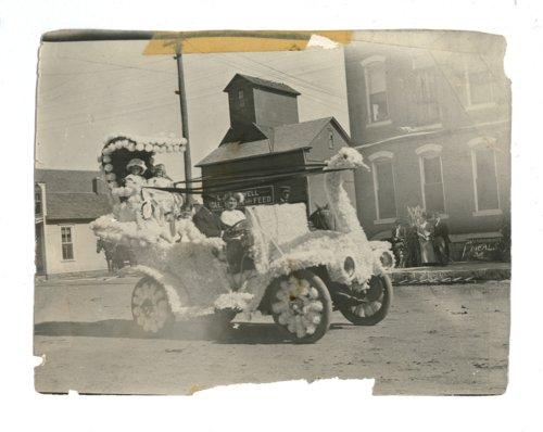 Kaffir Corn Carnival swan float, El Dorado, Butler County, Kansas - Page