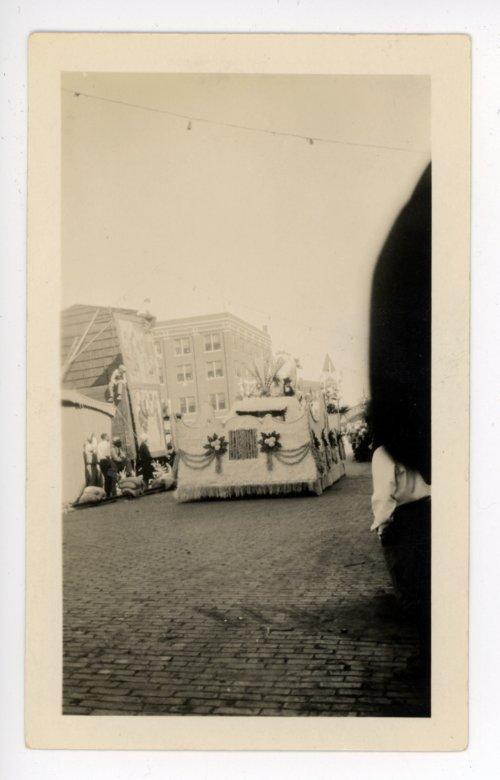 Approaching float at the Kaffir Corn Carnival parade, El Dorado, Butler County, Kansas - Page