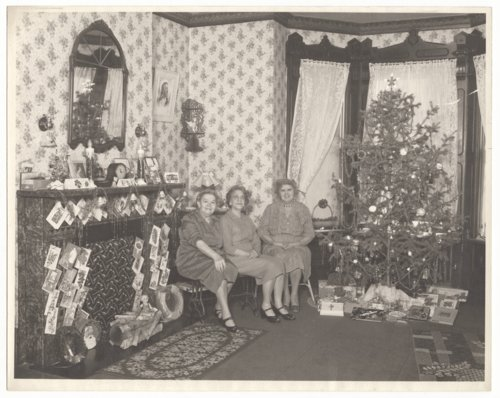 Christmas decorations at a home in Topeka, Kansas - Page