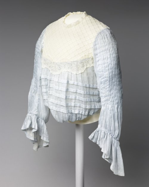 Woman's dress - Page