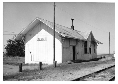 Missouri Pacific Railroad depot, Radium, Kansas - Page