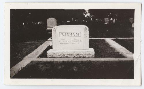 Grave monument for Thomas B. and Ida Viola Basham in Arcadia, Kansas - Page