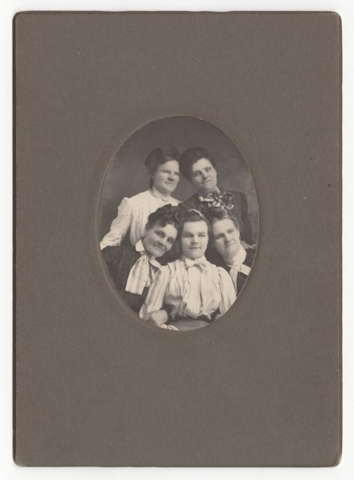 Ida Viola Basham with family members - Page