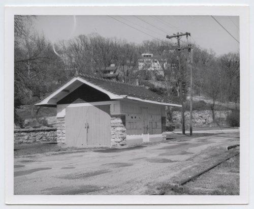 Kansas City, Kaw Valley box depot, Lake Forest, Kansas - Page