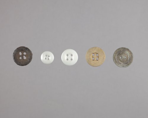Buttons from Fort Zarah, 14BT301 - Page
