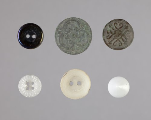 Buttons from Fort Harker, 14EW310 - Page