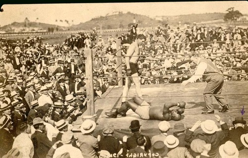 View of Jess Willard defeating Jack Johnson in Havana, Cuba, 1915