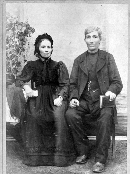 Mennonite couple - Page