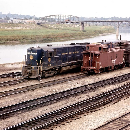 Norfolk & Western transfer cut, Argentine, Kansas - Page