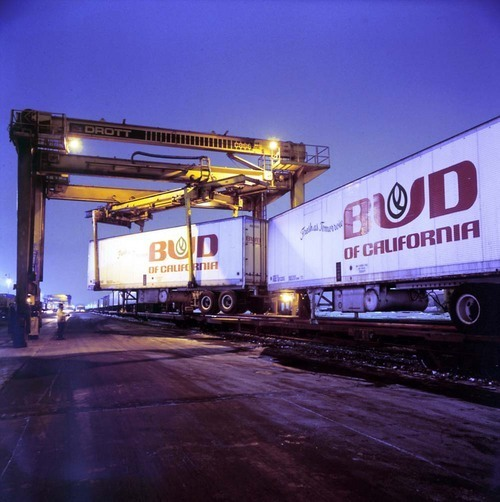 Loading piggyback trailers at the Corwith Yard, Chicago, Illinois - Page