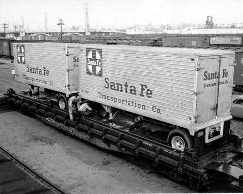 Atchison, Topeka & Santa Fe Railway Company's piggyback trailers - Page