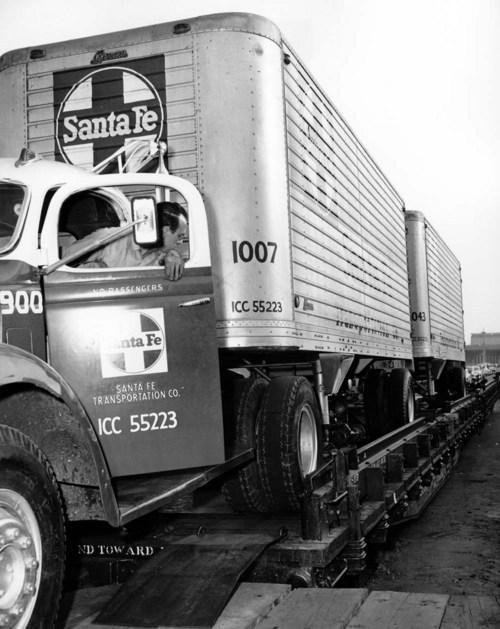 Atchison, Topeka & Santa Fe Railway Company's piggyback car - Page