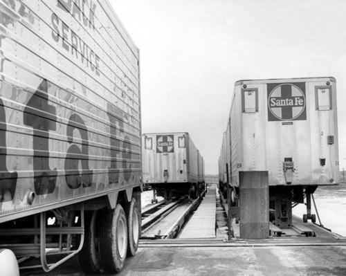 Atchison, Topeka, & Santa Fe Railway Company's circus loading - Page