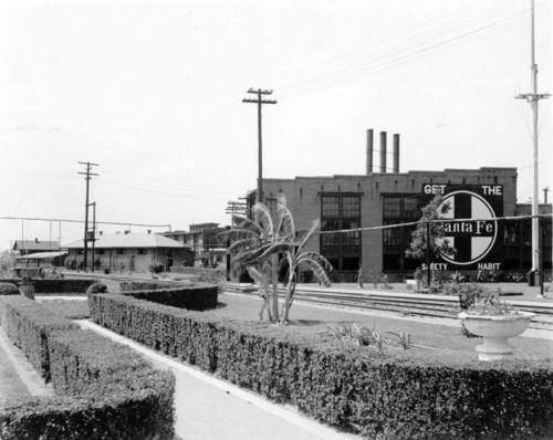 Atchison, Topeka & Santa Fe Railway Company yards, Temple, Texas - Page
