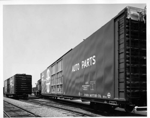 Autoparts boxcar - Page